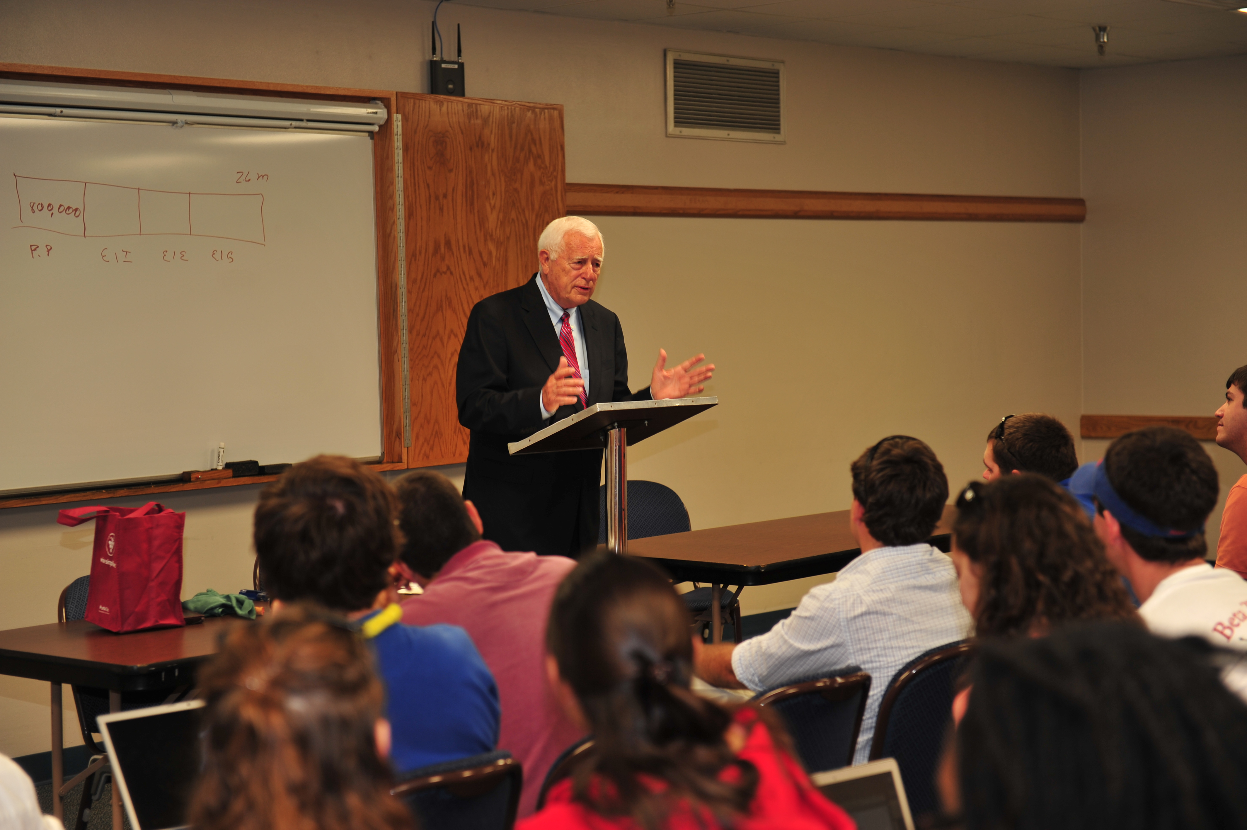 Bob Alligood delivers a lecture to students