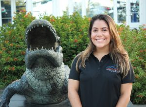 Angelica Gonzalez poses in front of the UF gator statue